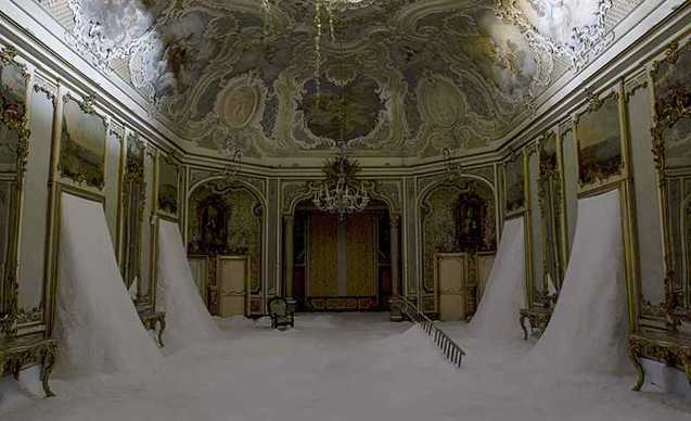 Foto mostra Gian Maria Tosatti Il mio cuore è vuoto come uno specchio Palazzo Biscari Catania