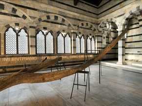 Anteprima foto mostra Andrea Santarlasci Confluenze Chiesa di Santa Maria della Spina Pisa